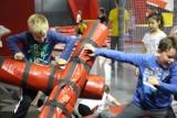 Spłonął dach sali gimnastycznej. Dzieci ćwiczą w tarnogórskim Parku Trampolin [ZDJĘCIA]