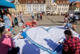 """""""Solidarni z niepełnosprawnymi"""": pozytywny happening na Starym Rynku w Bydgoszczy [zobacz zdjęcia]"""