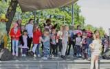 Dzień Dziecka w Redzie. W parku na najmłodszych mieszkańców czekała zabawa z... elfami