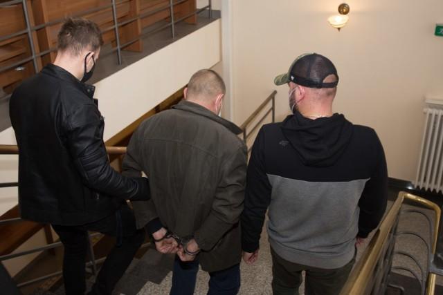 W czasie śledztwa Tomasz G. został aresztowany na trzy miesiące. Przed sądem będzie odpowiadał z wolnej stopy.