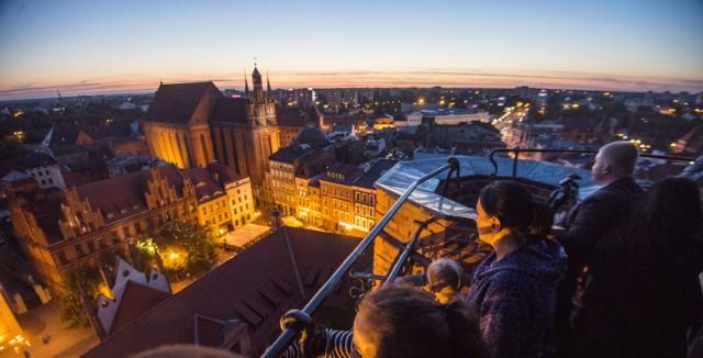 Toruń: Nocne zwiedzanie wieży ratuszowej. Co za widoki! [ZDJĘCIA]