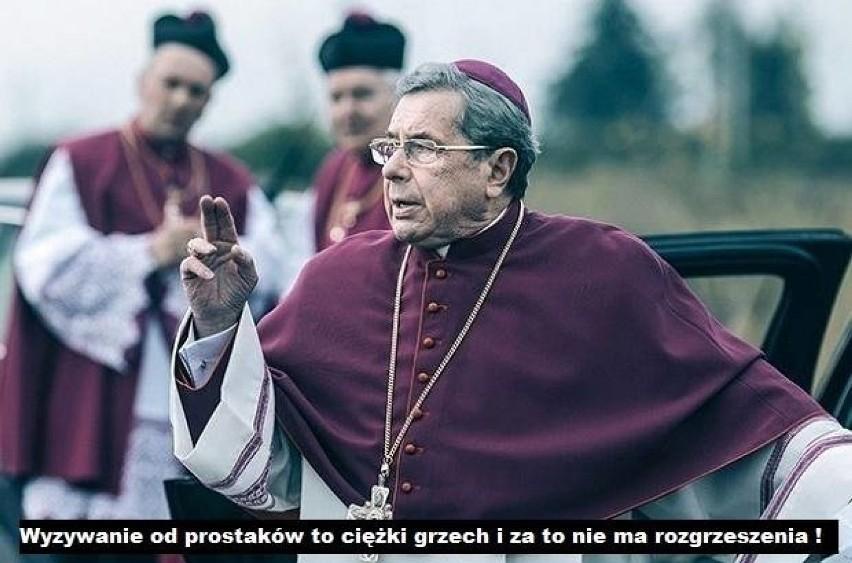 Janusz Gajos nazwany prostakiem przez Beatę Mazurek. Co na...