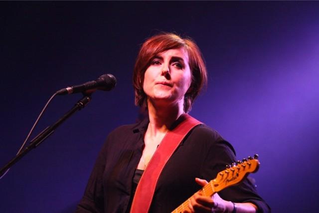 Edyta Bartosiewicz jest na polskiej scenie rockowej już ponad trzy dekady - i nadal ma wierne grono fanów.