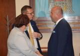 Burmistrz Żnina Robert Luchowski bez wotum zaufania i uchwały o udzielenie absolutorium z wykonania budżetu gminy w 2020 roku [zdjęcia]