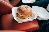 Wymień śmieci na burgery. Mieszkańcy Warszawy chcą wspólnie wysprzątać Las Kabacki