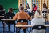 Próbna matura 2021 z matematyki. Pierwsze wrażenia uczniów po egzaminie 4.03.2021. Jak im poszło?