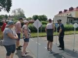Policjant uczył podopiecznych WTZ nt. zasad bezpieczeństwa ruchu drogowego