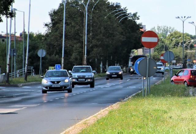 Kontrolerzy mogą wsiąść do samochodu, gdzie prowadzona jest nauka jazdy i przyglądać się szkoleniu –  opowiada jeden z instruktorów.