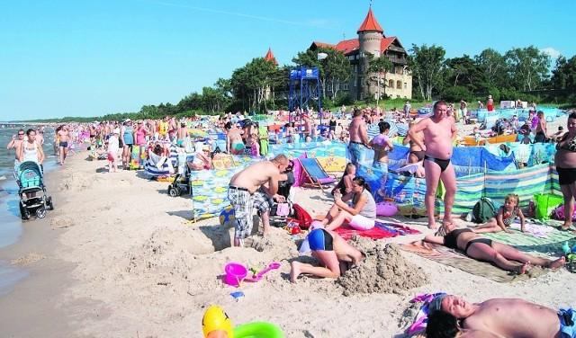 Masażysta, bungee czy dyskoteka na plaży... Takie atrakcje czekają plażowiczów w Łebie.