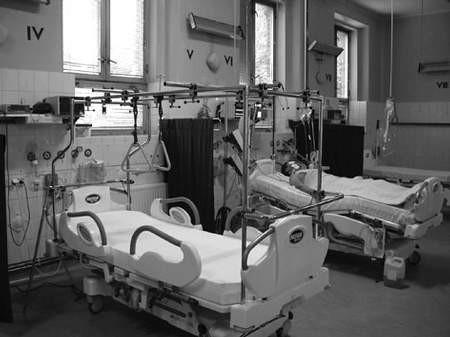Do czterech nowoczesnych łóżek do intensywnej opieki medycznej w Szpitalu Ogólnym dołączyło wczoraj piąte. fot. WANDA THEN