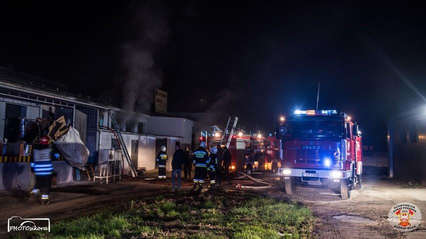 KOŹMIN: Pożar hali produkcyjnej. W akcji sześć zastępów strażackich [ZDJĘCIA]