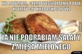 """Memy o wegetarianach! Zobacz, jak bezlitośni potrafią być internauci! """"Wegetarianie nie jedzą mięsa, czyli parówki mogą"""""""