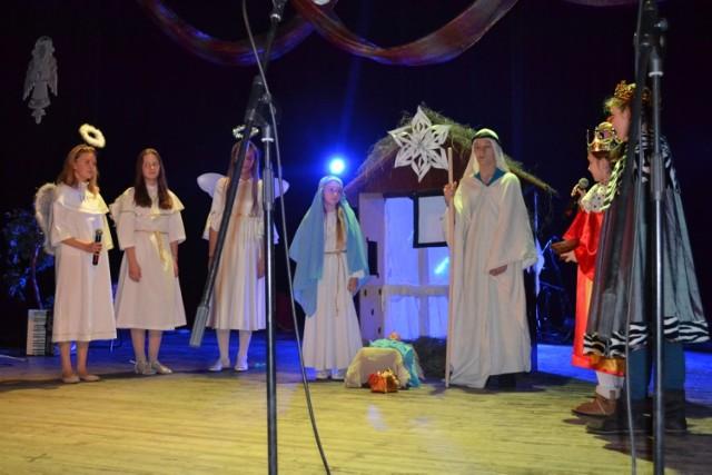 Utwory muzyczne, nad którymi z uczniami z zespołów wokalnych i instrumentalnych pracowali nauczyciele i członkowie Stowarzyszenia stworzyły bardzo miłą, świąteczną atmosferę.