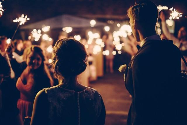Piękne wnętrza, wielki ogród, bliska lokalizacja, catering lub alkohol w cenie... każda para wybiera swoją salę weselną według innych kryteriów.   KLIKNIJ W  KOLEJNE ZDJĘCIA i zobacz, które lokale w Zabrzu i okolicy są polecane przez naszych czytelników