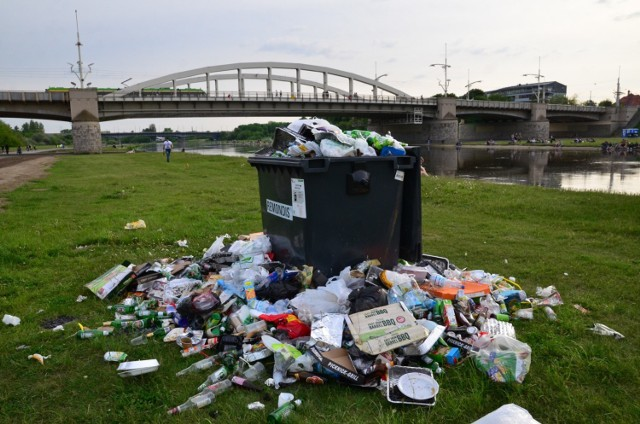 Które miasto w Polsce jest najbrudniejsze? Poznań uchodzi za polską stolicę porządku i czystości. Tymczasem analizując badania bakteriologiczne przeprowadzone przez PSG Polska i CBMiA, można odnieść zupełnie inne wrażenie.   Zobacz, jak wypada stolica Wielkopolski na tle innych dużych miast.  Zobacz wyniki badań-->