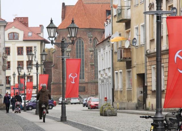 Miejski herb jest widoczny m.in. na ul. Zamkowej.