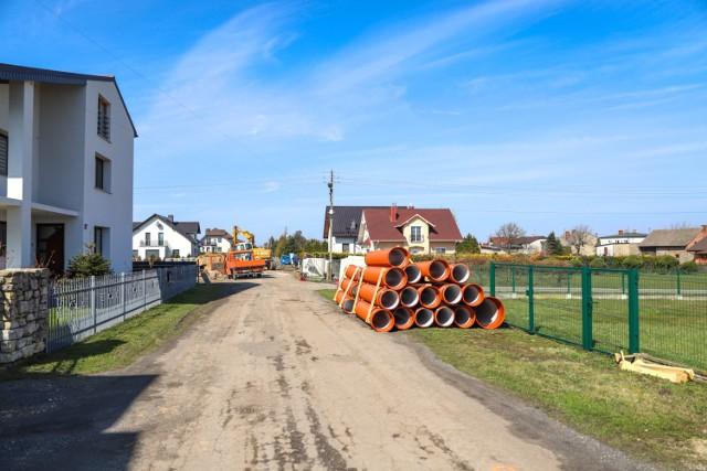 Wznowiono prace przy modernizacji ulicy Kochanowskiego w Lublińcu