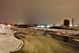 Konin: Warto spacerować nad Wartą. Rzeka w lodzie robi wrażenie! Wieczorne zdjęcia