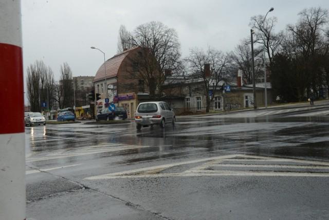 Skrzyżowanie u zbiegu ulic Zacisze, Wyszyńskiego i alei Wojska Polskiego.