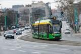 """Mało samochodów na ulicach Poznania - władze Poznania chcą, aby tak zostało także po pandemii i wprowadzają """"Pakiet dla mobilności"""""""