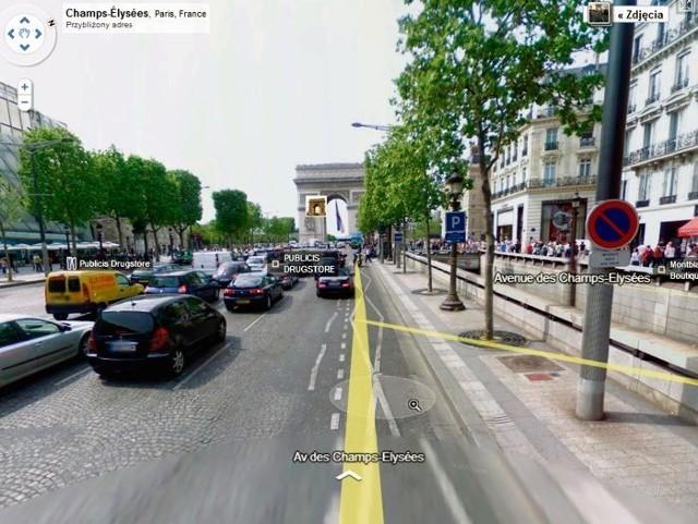 """Street view obejmuje m.in. Paryż. Żeby """"zwiedzić"""" miasto, klikamy na żółtą postać i przeciągamy w konkretne miejsce. Automatycznie zobaczymy wtedy wskazaną ulicę z perspektywy przechodnia. Na liniach wskazujemy, w którą stronę chcemy się przesuwać w trakcie wirtualnej wycieczki"""