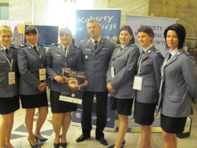 Kobiety w mundurach uczestniczkami VI Kongresu Kobiet [ZDJĘCIA]