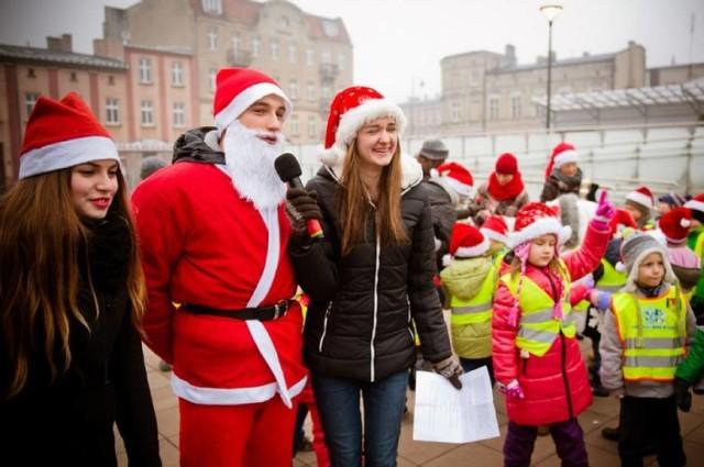 W niedzielę, 6 grudnia, o 16:00 na Rynku będzie dostępna pracownia świętego Mikołaja. Organizatorem akcji jest Biblioteka Publiczna Miasta Gniezna oraz Urząd Miejski w Gnieźnie. Wstęp na to wydarzenie jest bezpłatny. iGodzinę później czeka nas MOKołajkowy wyścig dookoła fontanny. Udział w akcji, w której będzie można wygrać ciekawe nagrody, również będzie bezpłatna.