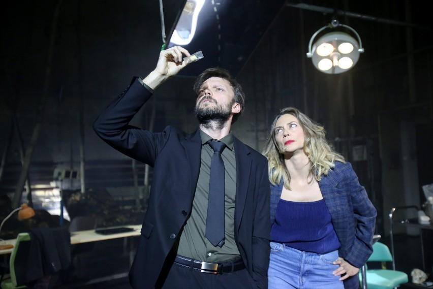 Na scenie Teatru Zagłębia możemy oglądać spektakl kryminalny...