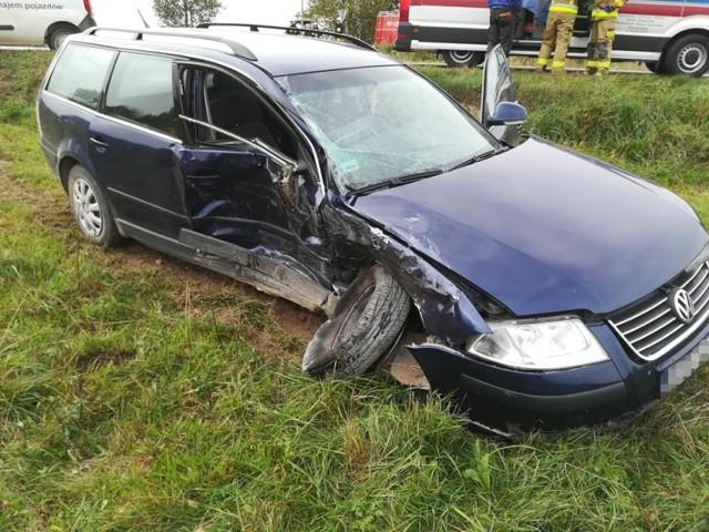 Wypadek na drodze Jałówka - Bagny w m. Wroczyńszczyzna. Fiat zderzył się z volkswagenem, kobieta trafiła do szpitala