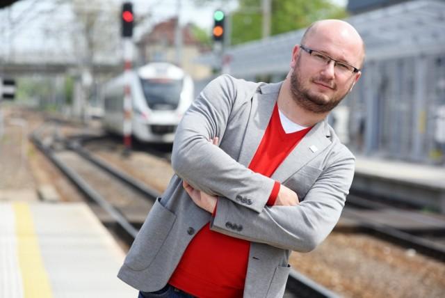 - Podróżując za 7 zł  dziennie, przez sześć dni, można poznać całą Polskę - mówi zastępca dyrektora lubuskiego oddziału POLREGIO Krzysztof Pawlak