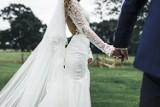 Plener ślubny na Pomorzu - gdzie zrobić piękne zdjęcia ślubne? Inspiracje na sesję dla Pary Młodej [zdjęcia]