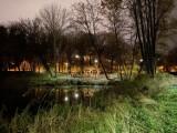 Jaśniej na Syrenich Stawach w Szczecinie. Oświetla je osiemdziesiąt lamp