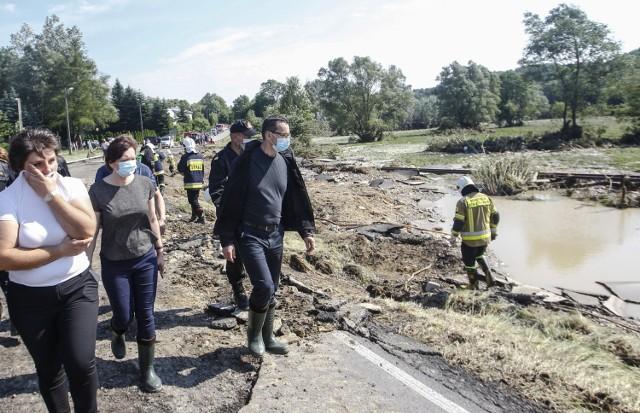Po burzach i ulewach na Podkarpaciu strażacy mieli ponad 1200 zgłoszeń. Obecny w naszym regionie premier Mateusz Morawiecki obiecał pomoc poszkodowanym