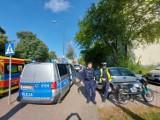 Wypadek pod oknami komisariatu. Kobieta w ciąży wjechała samochodem w motocyklistę ZDJĘCIA