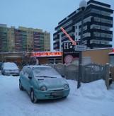 Zastawiony wyjazd z parkingu w Wałbrzychu, kierowcy wkurzeni... Apelują: zabierz to auto!