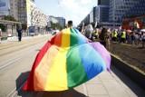 """Parada Równości 2021 w Warszawie. Tęczowy marsz przeszedł ulicami miasta. """"To święto wszystkich, którzy są tolerancyjni"""""""