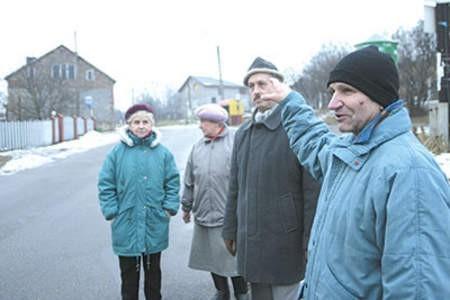 Zenona Surmik, Wiesława Palczyńska, Krzysztof Wiltos i Jan Białek długo walczyli o ustawienie na ich ulicy zakazu. Olgierd Górny