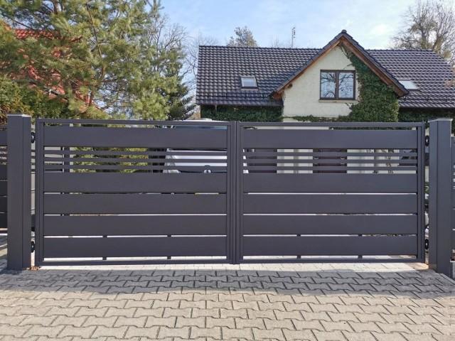 Metalowe czy drewniane ogrodzenie? Wybór zależy od upodobań i wielkości posesji