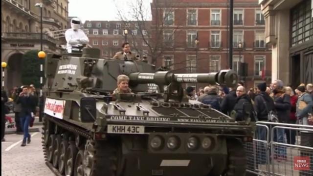 Czołg w obronie Jeremy'ego Clarksona. Takie rzeczy tylko w Londynie!