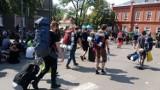 Pol'and'Rock Festival wraca do domu. Kostrzyn nad Odrą zakorkowany, tłumy ludzi przy dworcu PKP [ZDJĘCIA]