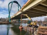 Rusza naprawa mostu na Trasie Uniwersyteckiej w Bydgoszczy. Kiedy pojedziemy przeprawą?
