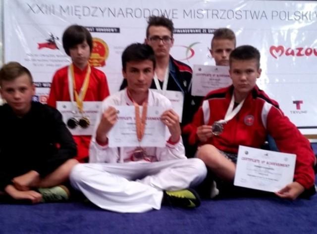 Ta ekipa Buskiego Klubu Kung-Fu Yantai  startowała w turnieju międzynarodowym w Warszawie i wywalczyła tam osiem medali.