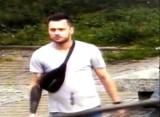 Rozpoznajesz tego mężczyznę? Policja z Bydgoszczy łączy go z uszkodzeniem Mercedesa C-Klasy [zdjęcia]