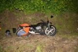 Czołowe zderzenie motorowerzysty z volkswagenem. Ciężko ranni 16- i 17-latek