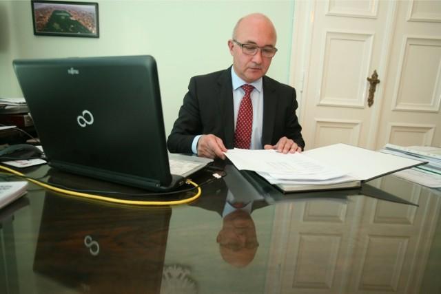 Prezydent Chorzowa Andrzej Kotala poinformował o zmarłej na koronawirusa kobiecie. Apeluje, by zostać w domu
