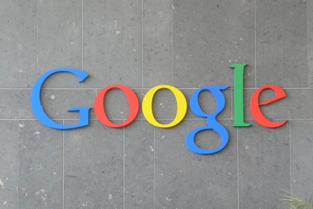 Google podaje, że w 2014 roku korzystaliśmy w wyszukiwarki ...