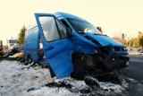 Wypadek busa i osobowego audi w Jaksonku. Droga krajowa nr 74 była zablokowana