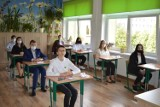 Egzamin ósmoklasisty 2021. Wyniki w Wieluniu i powiecie GALERIA