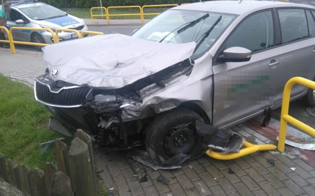 Kierujący audi A4 na skrzyżowaniu nie ustąpił pierwszeństwa skodzie rapid. Doszło do zderzenia. Na szczęście nikt nie został ranny.  Do poważnie wyglądającej kolizji doszło dziś tuż przed godz. 7 w miejscowości Małki (powiat brodnicki). -Policjanci ruchu drogowego, którzy pojechali na miejsce zdarzenia ustalili, że 22-letni kierujący audi A4 wyjeżdżając z drogi podporządkowanej, nie dostosował się do znaku STOP i wymusił pierwszeństwo kierującej skodą rapid. Na szczęście w zdarzeniu nikt nie odniósł obrażeń - relacjonuje Agnieszka Łukaszewska z brodnickiej policji.  Zarówno kierowca audi, jak i 42-letnia kierująca skodą byli trzeźwi. Mężczyzna został ukarany mandatem karnym za spowodowanie kolizji drogowej.   INFO Z POLSKI - przegląd najciekawszych informacji ostatnich dni w kraju - 6 lipca 2017.