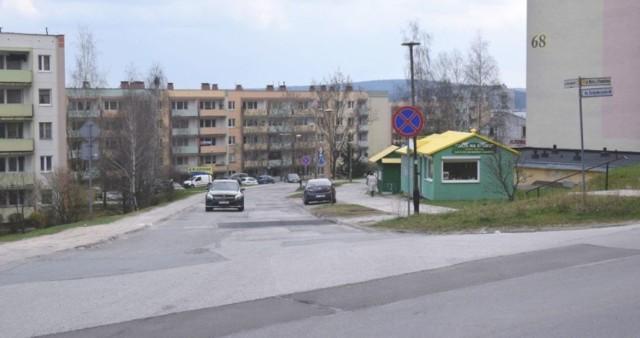 Ulica Orląt Lwowskich wymaga remontu. Mieszkańcy boją się, że wraz z nim powstaną ekrany akustyczne.